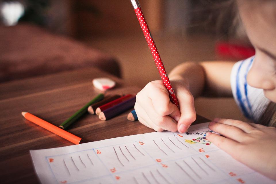 Ofereça bons materiais escolares ajudam no resultado.